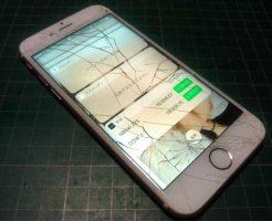 iPhone8のガラスが割れてしまった