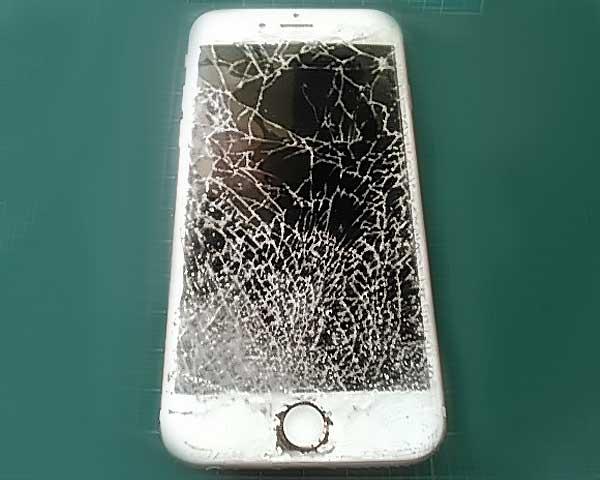 ディスプレイのガラスがバキバキに激しく破損してしまった